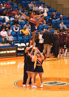 UTSA cheerleaders