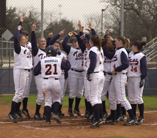 UTSA softball team