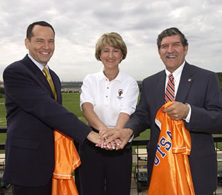 Mayor Ed Garza, Athletic Director Lynn Hickey and President Ricardo Romo
