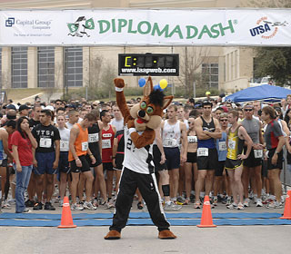 Rowdy Roadrunner at race