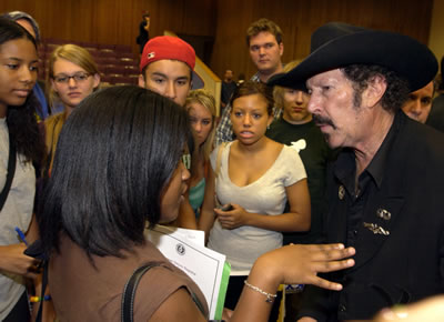 Kinky Friedman with UTSA students