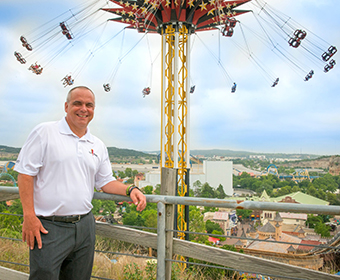 Meet a Roadrunner: Ron McKenzie '89 promotes the ultimate theme park experience