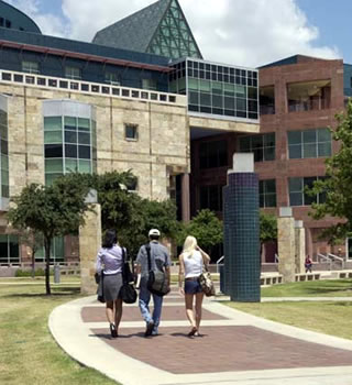 students at Downtown Campus