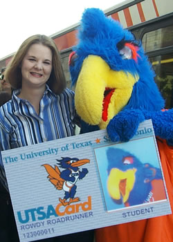 Rowdy Roadrunner and student with UTSACard